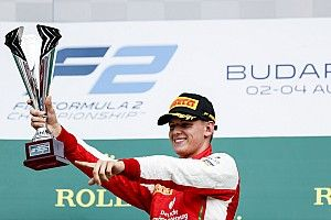 """Schumacher na zege: """"Zonder hulp Ferrari was het veel lastiger"""""""