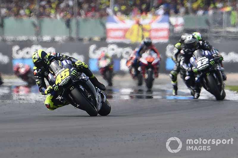 Rossi's podium bid derailed by rear tyre issue