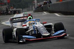 Палоу завоевал дебютную победу в дождевой гонке Суперформулы на «Фудзи», Маркелов предпоследний