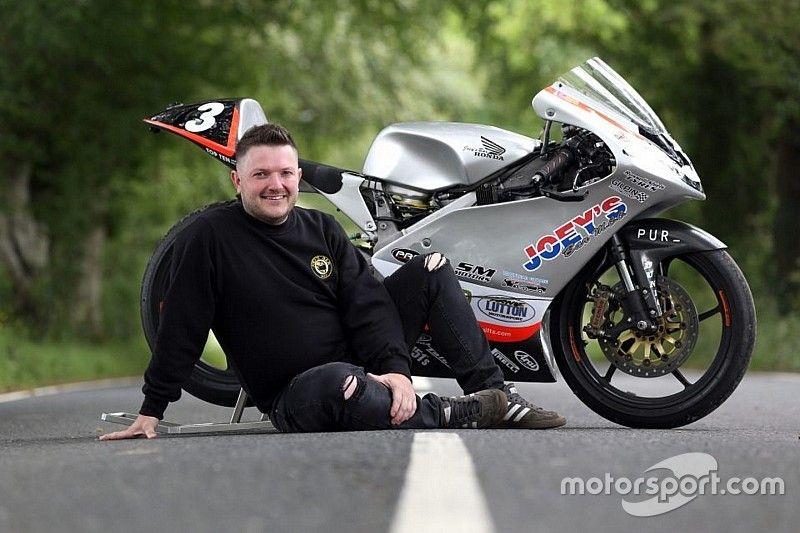 Ulster GP: Gary Dunlop sulla moto di Joey per commemorare l'ultima vittoria del padre