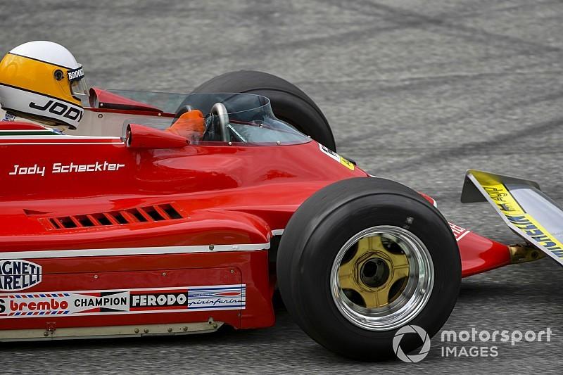 Micsoda pillanat?! 40 év után újra pályán Scheckter Monzában az F1-es Ferrarival