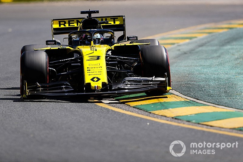 "Ricciardo caught out by ""strange"" seat belt issue"