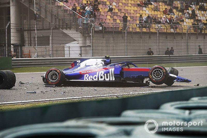 Bottas przed Ferrari, kraksa Albona