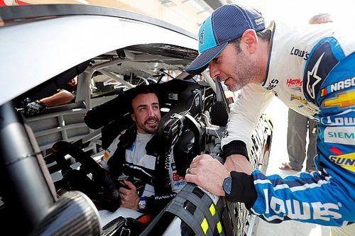 VIDEO: las primeras vueltas de Alonso en un coche de NASCAR
