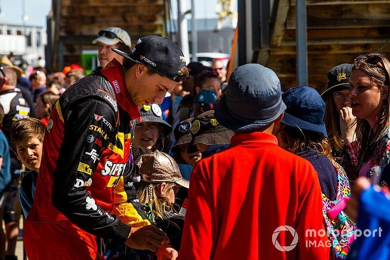 Lowndes hints at Mostert being his successor
