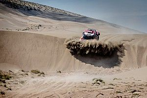 Peterhansel suffers whiplash during Dakar charge