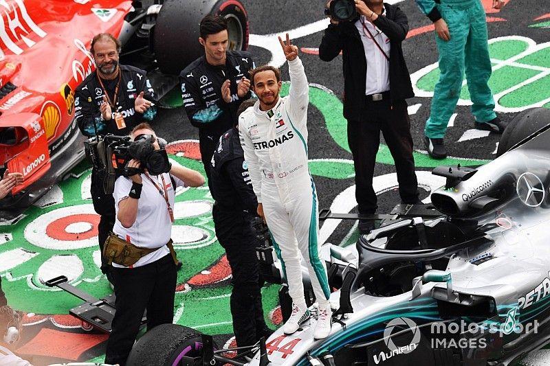 """Hamilton: """"Igualar a Fangio es una sensación muy surrealista"""""""
