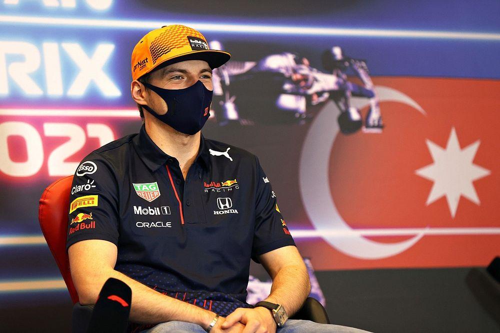"""Verstappen grapt over Horner en Wolff: """"F1 heeft boksring nodig"""""""