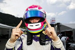 Powell na pole position