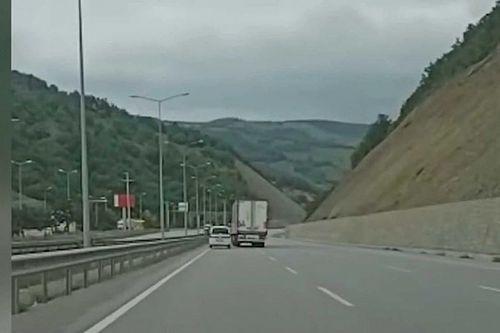 Videó: Itt mire gondolt az autós és a kamionos?