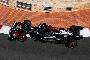 """Hamilton: """"Mercedes aracı Monako pisti için fazla uzun"""""""