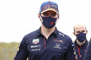 Verstappen: Russell kan het Hamilton knap lastig maken bij Mercedes
