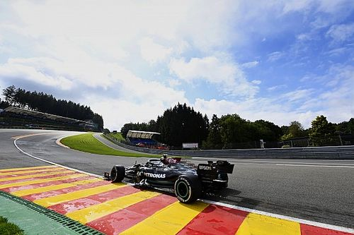 Bottas se impone a Verstappen en una extraña FP1 de Bélgica