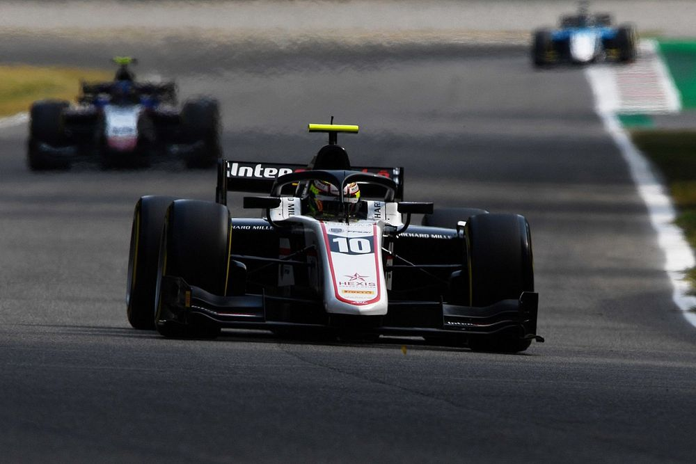 F2モンツァ:波乱のレース1はプルシェールが優勝。佐藤万璃音はクラッシュに巻き込まれる不運