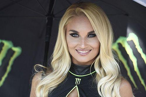 Fotogallery: ecco le grid girl del GP di San Marino e della Riviera di Rimini di MotoGP