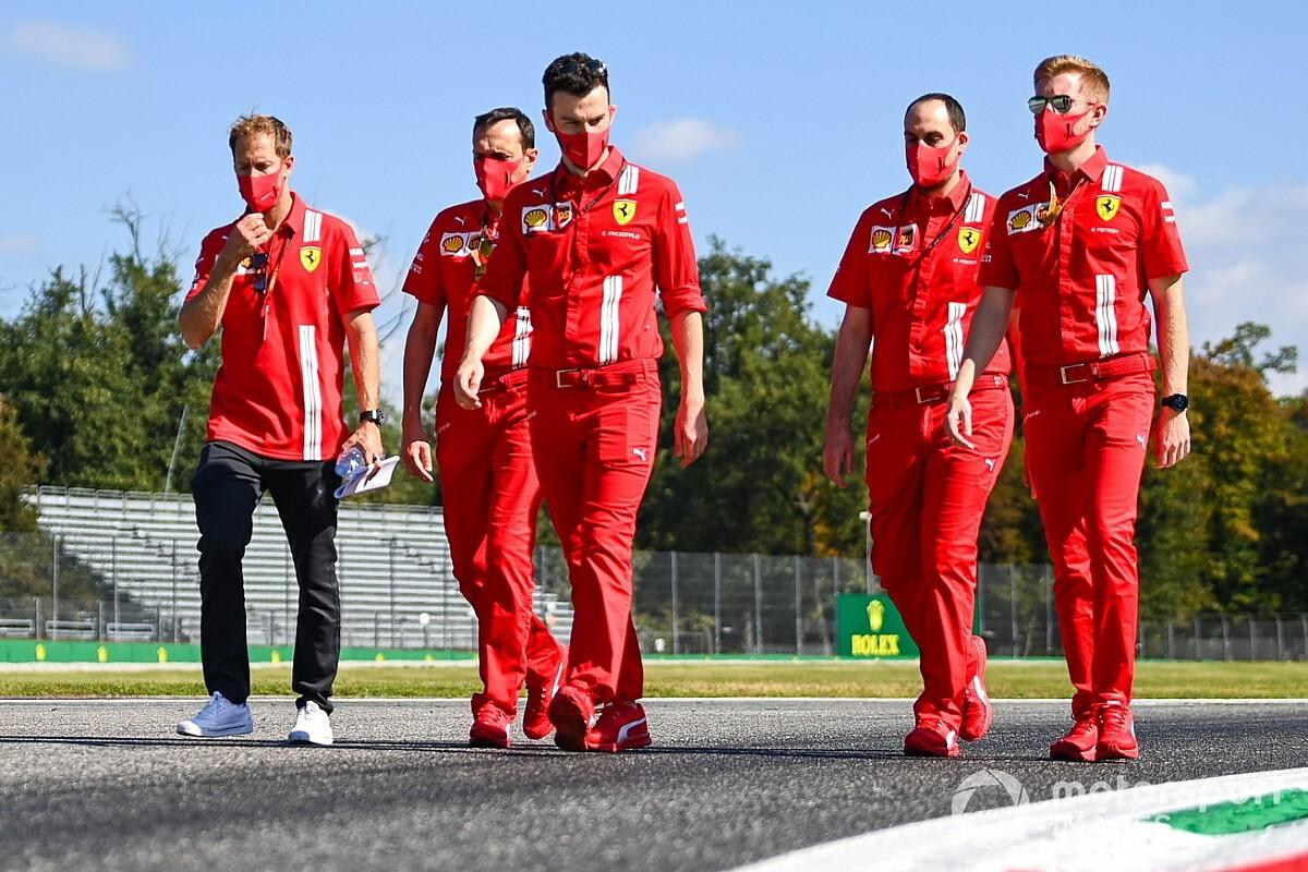 Феттель потратил 3 000 евро на картонные портреты коллег по Ferrari