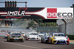 """Carrera Cup Italia, è """"terzetto di mischia"""" al giro di boa di Imola"""