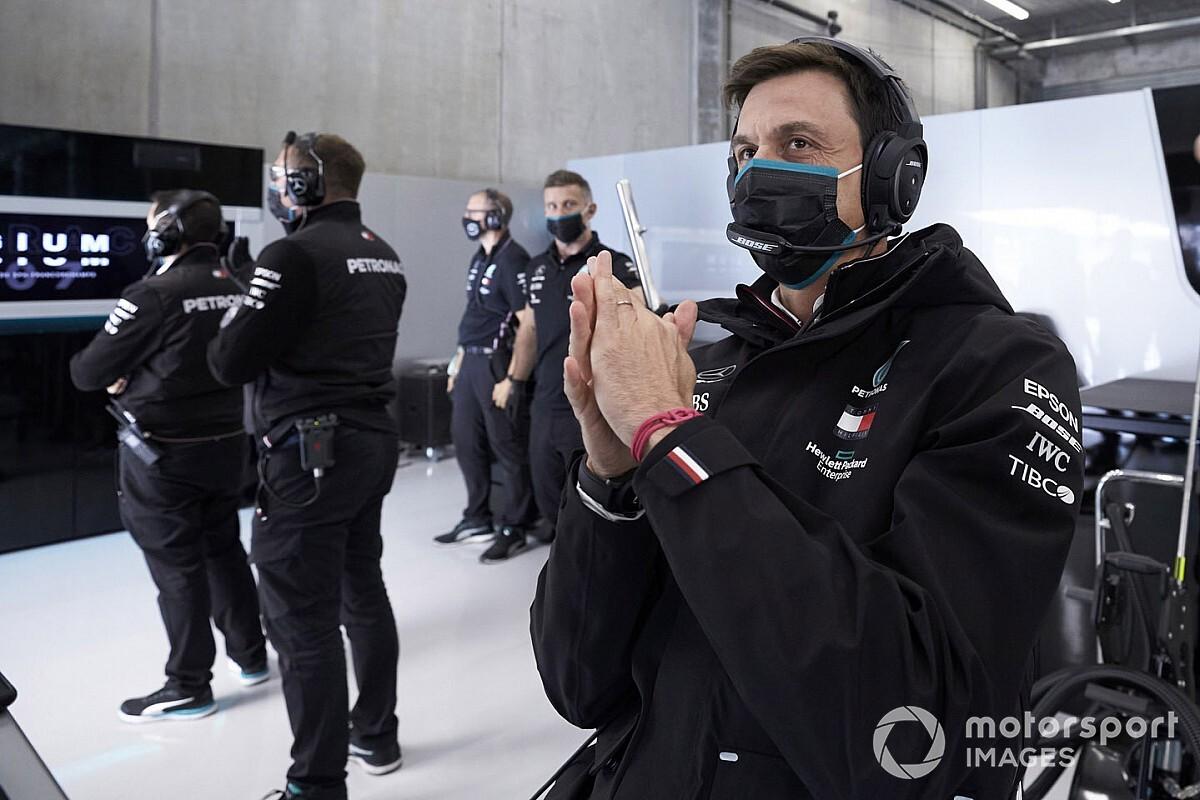 Wolff zostanie w Mercedesie