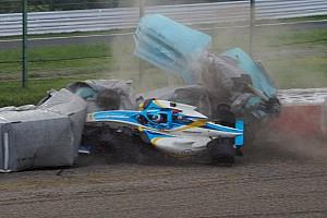 Fotos: Newey sufre un violento accidente en la 130R de Suzuka
