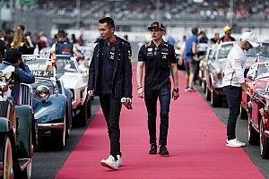 A Red Bull nem hisz a szemeinek: Albon eredményesebb, mint Max