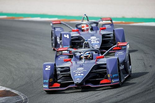 Владелец команды Формулы E построил завод по выпуску медицинских масок. И теперь раздает по 100 тысяч масок в день
