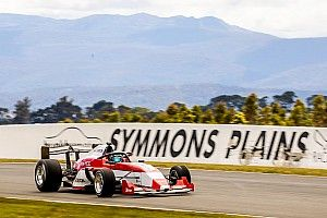 S5000 cuts first Symmons Plains laps