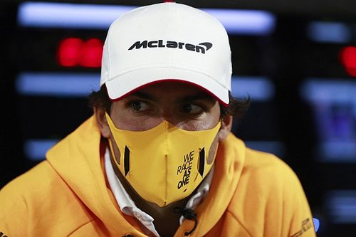 Sainz: Saya Tak Melihat Ada Persaingan dengan Leclerc