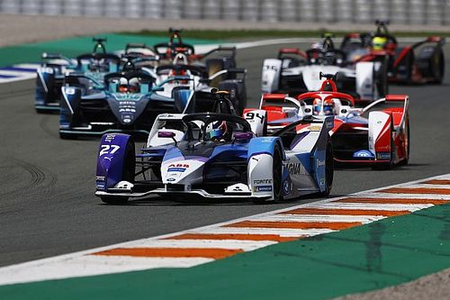 Valencia E-Prix: Rookie Dennis scores lights-to-flag win for BMW
