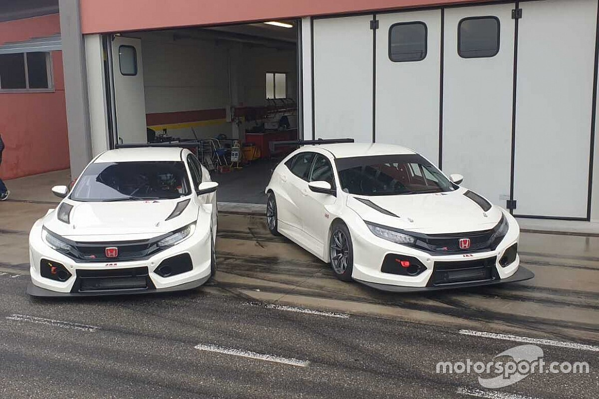 W2 Racing realiza teste de dois Honda Civic para TCR South America