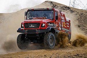 Вязович на МАЗе стал первым лидером «Дакара» в грузовом зачете