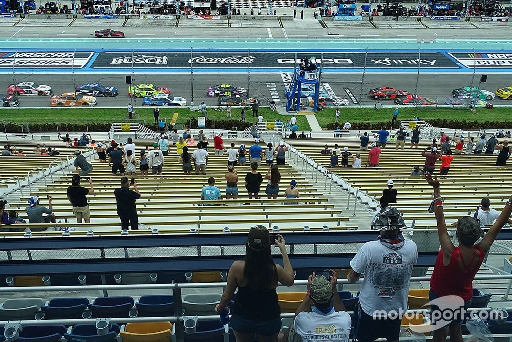 Homestead opens grandstands to select fans for NASCAR Cup race