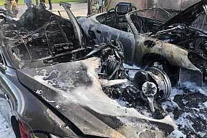 Rejtélyes tűzeset pusztított el egy Teslát, egy Porschét és egy ház egy részét az USÁban