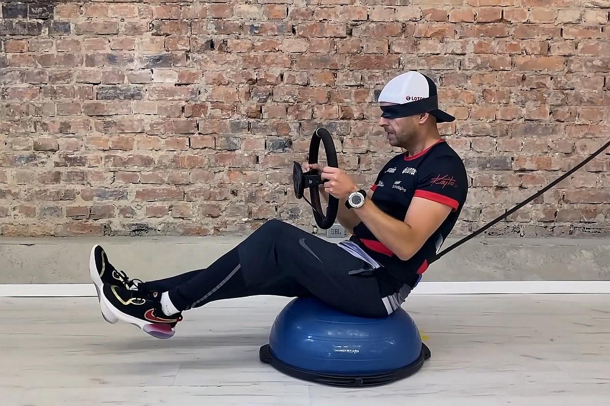 Kajetanowicz prezentuje trening kierowcy rajdowego