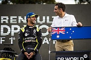 Renault won't decide Ricciardo replacement until season starts