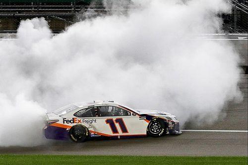 NASCAR: Kansas-Rennen mit heftigem Crash und Hamlin-Sieg