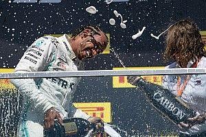 Így ünnepelte Hamilton a győzelmét Kanadában: Vettel nem volt boldog