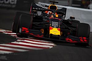 Verstappen, pist üstündeki parça nedeniyle radyatör hasarı almış
