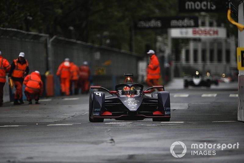 """巴黎E-Prix:弗林斯驾驶受损赛车""""混战""""力拔头筹"""