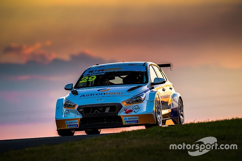 Sydney TCR: Almond completes Friday sweep