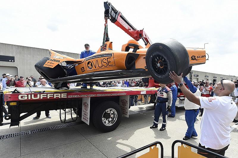 Alonso összetörte az autóját az Indy 500 edzésén! (VIDEÓVAL)