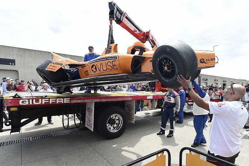 Fernando Alonso assaggia per la prima volta i muri di Indianapolis