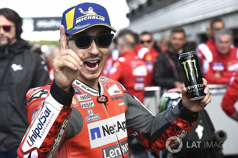 Lorenzo se lleva una pole frenética en Silverstone