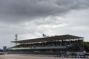 Hujan dan trek basah, MotoGP Inggris ditunda