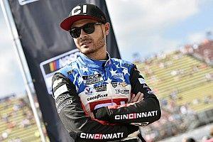 Larson z pole position w Daytonie