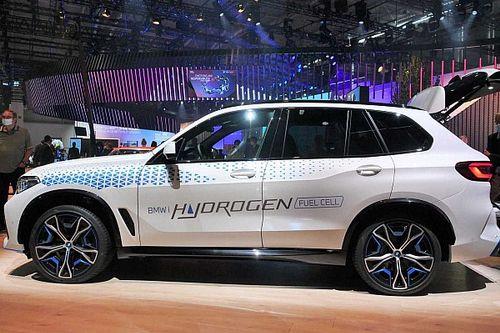 Hidrogén-hajtással megy az elektromos autók ellen a BMW iX5 Hydrogen