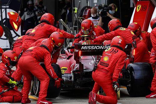 В Ferrari объяснили заминку на пит-стопе Сайнса