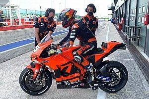 Raúl Fernández y Gardner se estrenan con la KTM de MotoGP
