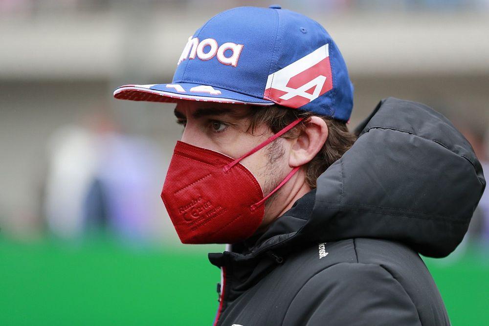 Alonso nem szándékozik Verstappennek segíteni, saját magára koncentrál