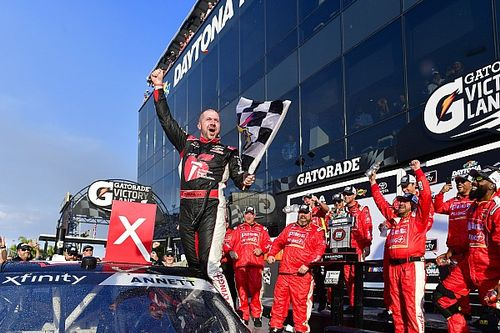 Michael Annett cruises to first Xfinity win at Daytona