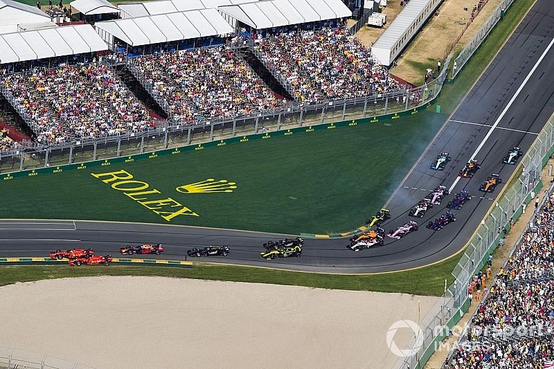 """Verstapppen nézetéből, ahogy Leclerc és Vettel majdnem """"kiüti"""" egymást"""